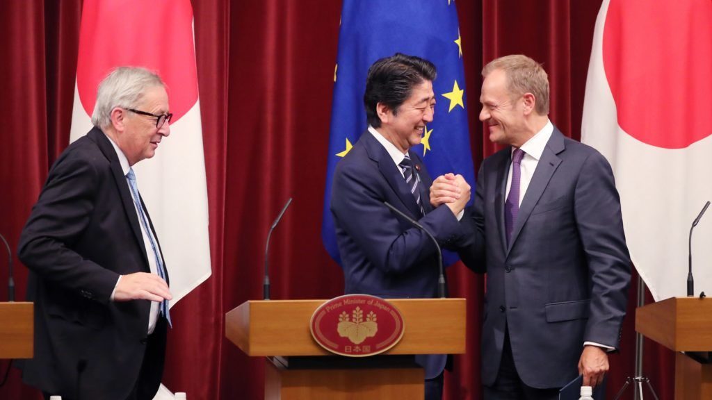 (L-R) Jean-Claude Juncker, President of the European Commission, Japan's Prime Minister Shinzo Abe and  Donald Tusk, President of the European Council attend a press conference after signing ceremony at the prime minister's office in Tokyo on July 17, 2018. Both European Union (EU) executive officers and Japan's Prime Minister talked about Economic Partnership Agreement (EPA).   ( The Yomiuri Shimbun )
