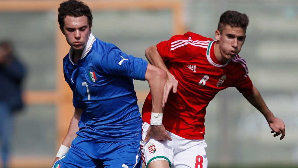 REGGIO CALABRIA, ITALY - FEBRUARY 19: Gianfilippo Felicioli (L) of Italy competes for the ball with Matyas Tajti of Hungary during the international friendly match between Italy U17 and Hungary U17 at Stadio Oreste Granillo on February 19, 2014 in Reggio Calabria, Italy.  (Photo by Maurizio Lagana/Getty Images)