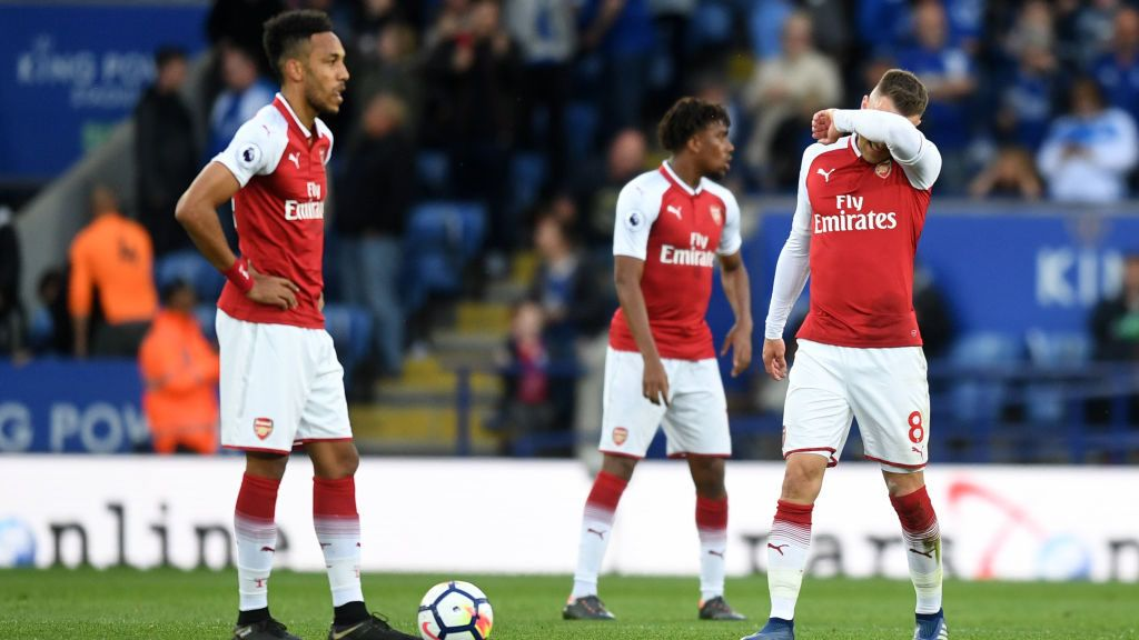 LEICESTER, ENGLAND - MAY 09:  Pierre-Emerick Aubameyang of Arsenal and Aaron Ramsey of Arsenal look dejected after Leicester City score during the Premier League match between Leicester City and Arsenal at The King Power Stadium on May 9, 2018 in Leicester, England.  (Photo by Michael Regan/Getty Images)