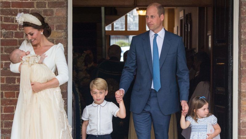 LONDON, ENGLAND - JULY 09: Catherine Duchess of Cambridge and Prince William, Duke of Cambridge with their children Prince George, Princess Charlotte and Prince Louis after Prince Louis' christening at St James's Palace on July 09, 2018 in London, England. (Photo by Dominic Lipinski - WPA Pool/Getty Images)