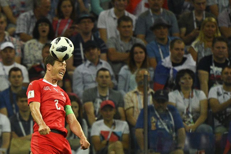 Switzerland's defender Stephan Lichtsteiner heads the ball during the Russia 2018 World Cup Group E football match between Switzerland and Costa Rica at the Nizhny Novgorod Stadium in Nizhny Novgorod on June 27, 2018. / AFP PHOTO / Johannes EISELE / RESTRICTED TO EDITORIAL USE - NO MOBILE PUSH ALERTS/DOWNLOADS