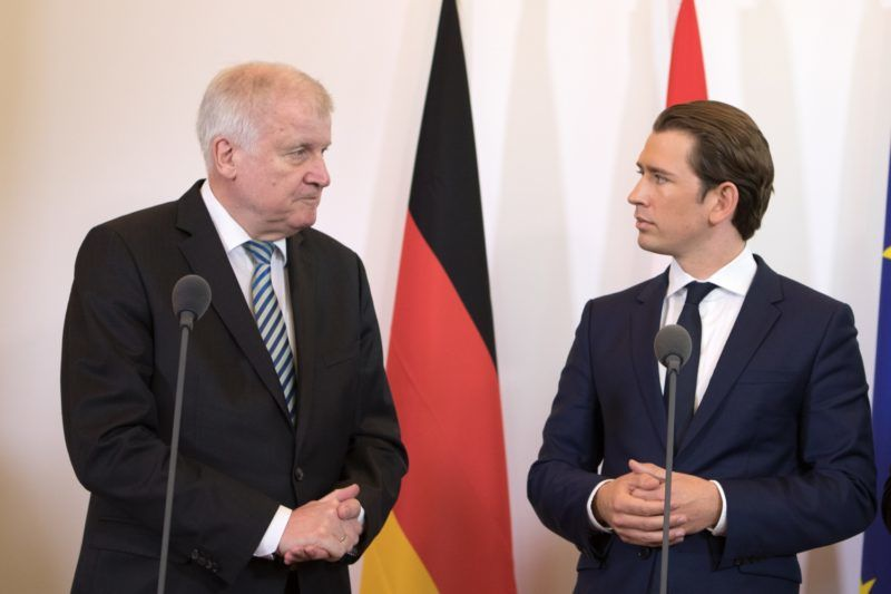 German Interior Minister Horst Seehofer (L) and Austrian Chancellor Sebastian Kurz arrive to talk to the press after a meeting on July 5, 2018 in Vienna, Austria. / AFP PHOTO / ALEX HALADA