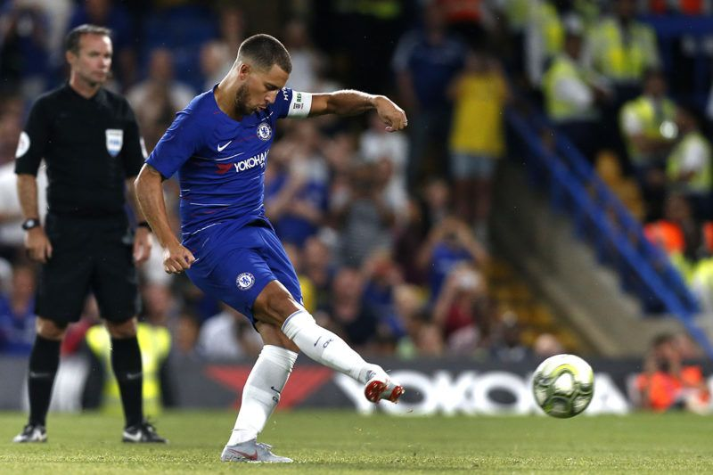 Chelsea's Belgian midfielder Eden Hazard scores the winning penalty at the penalty shoot-out during the International Champions Cup football match between Chelsea and Lyon at Stamford Bridge in London on August 7, 2018. / AFP PHOTO / Ian KINGTON