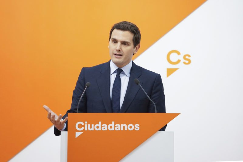 Albert Rivera, leader of center-right party 'Ciudadanos' (Citizens) gives a press conference in Madrid on May 28, 2018. - Spain's parliament will debate a no-confidence motion against Prime Minister Mariano Rajoy's government on May 31 and June 1. The vote on the motion, which was called by the main opposition Socialist party, should take place at the end of the debate on Friday  (Photo by Oscar Gonzalez/NurPhoto)