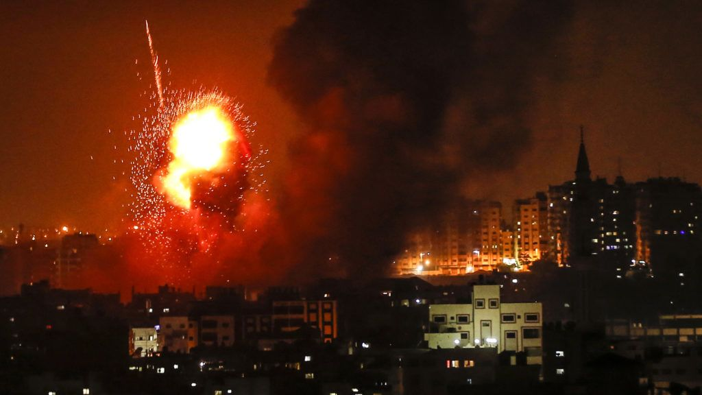 A picture taken on August 8, 2018 shows a fireball exploding during Israeli air strikes in Gaza City. / AFP PHOTO / MAHMUD HAMS