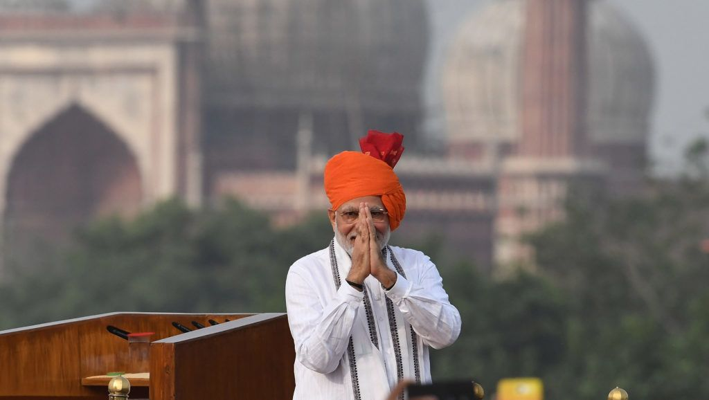 Indian Prime Minister Narendra Modi gestures a traditional greeting prior to his speech as part of India's 72nd Independence Day celebrations, which marks the 71st anniversary of the end of British colonial rule, at the Red Fort in New Delhi on August 15, 2018. India will send a manned mission into space by 2022, Prime Minister Narendra Modi announced August 15 in a speech to the nation for the country's Independence Day. / AFP PHOTO / PRAKASH SINGH