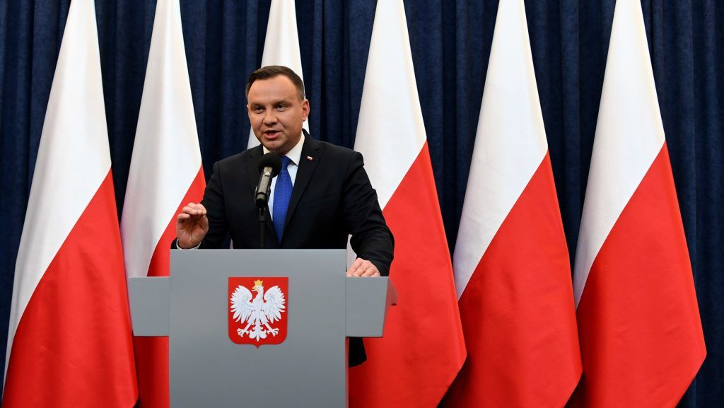 (FILES) In this file photo taken on February 06, 2018 Poland's President Andrzej Duda gives a press conference in Warsaw to announces that he will sign into law a controversial Holocaust bill which has sparked tensions with Israel, the US and Ukraine. Duda on August 16, 2018 vetoed a controversial reform of European Parliament election rules that would have essentially kept all small parties in Poland out of the running. / AFP PHOTO / JANEK SKARZYNSKI