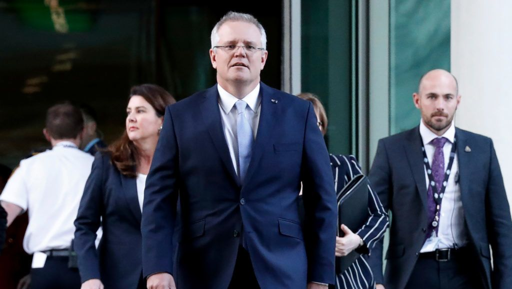 Australia's Treasurer Scott Morrison (C) arrives for a party meeting in Canberra on August 24, 2018.  Treasurer Scott Morrison was on August 24 picked as Australia's new prime minister after a Liberal party coup in a stunning upset against key challenger Peter Dutton. / AFP PHOTO / POOL / DAVID GRAY