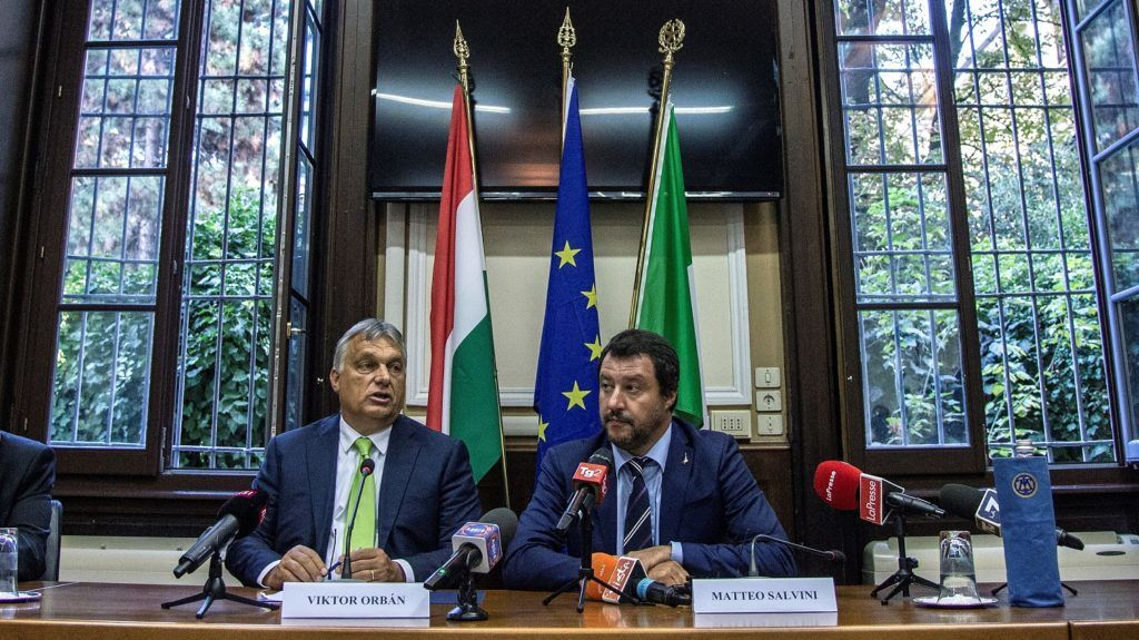 Italy's Interior Minister Matteo Salvini (R) and Hungary's Prime Minister Viktor Orban (C) address a press conference following a meeting in Milan on August 28, 2018. / AFP PHOTO / MARCO BERTORELLO