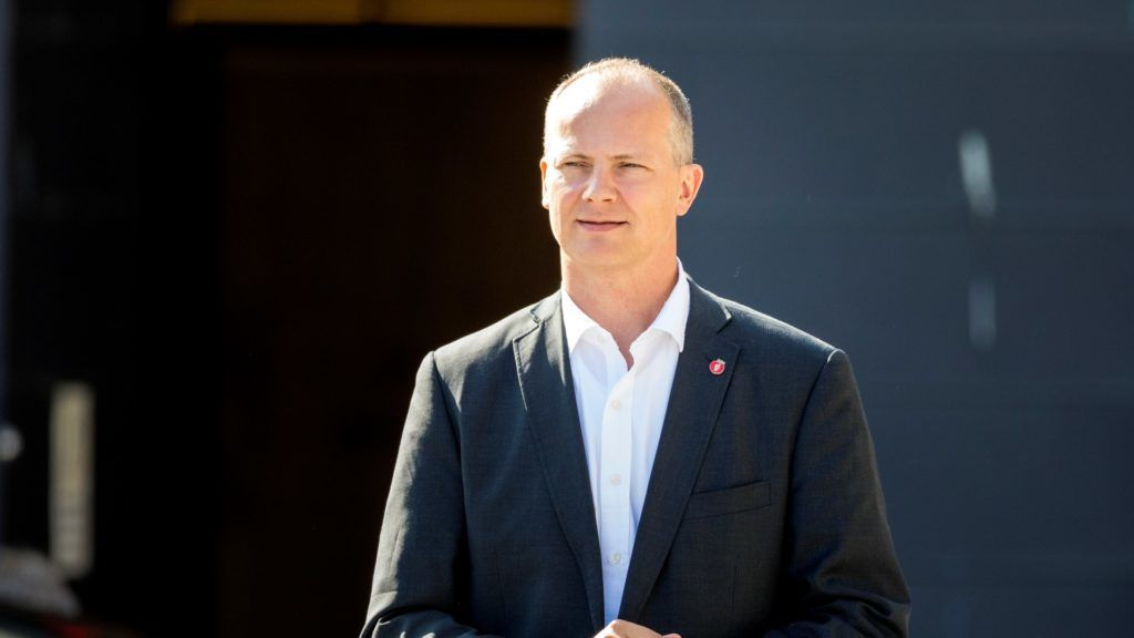 Norway's Minister of Transport and Communications Ketil Solvik-Olsen, leaves the prime minister's office on August 30, 2018. Olsen announced that he's leaving his minister post to allow his wife to further her medical career at a childrens hospital in Birmingham Alabama, USA.  Norway's transport minister said he was stepping down to allow his wife to further her medical career, in a move welcomed as a win for gender equality.   / AFP PHOTO / NTB scanpix AND NTB Scanpix / Gorm KALLESTAD / Norway OUT