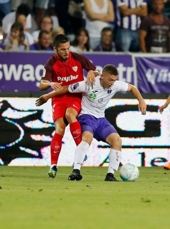 BUDAPEST, HUNGARY - AUGUST 2: (l-r) Pablo Sarabia of Sevilla FC competes for the ball with Donat Zsoter of Ujpest FC during the UEFA Europa League Second Qualifying Round 2nd Leg match between Ujpest FC and Sevilla FC at Ferenc Szusza Stadium on August 2, 2018 in Budapest, Hungary. (Photo by Laszlo Szirtesi/Getty Images)