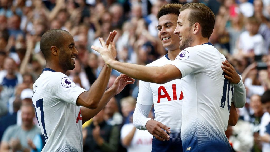 LONDON, ENGLAND - AUGUST 18:  Harry Kane of Tottenham Hotspur celebrates scoring his side's third goal with team mates during the Premier League match between Tottenham Hotspur and Fulham FC at Wembley Stadium on August 18, 2018 in London, United Kingdom.  (Photo by Julian Finney/Getty Images)