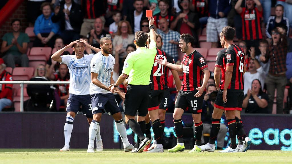 BOURNEMOUTH, ENGLAND - AUGUST 25:  Richarlison of Everton is shown a red card by referee, Lee Probert during the Premier League match between AFC Bournemouth and Everton FC at Vitality Stadium on August 25, 2018 in Bournemouth, United Kingdom.  (Photo by Dan Istitene/Getty Images)