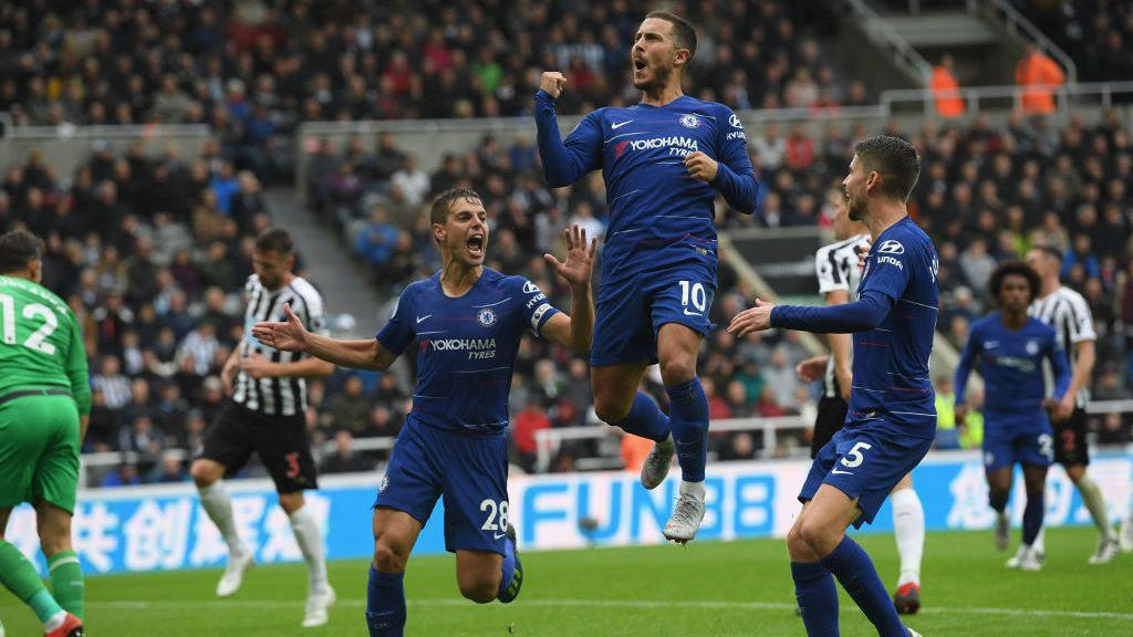 NEWCASTLE UPON TYNE, ENGLAND - AUGUST 26:  Chelsea player Eden Hazard (c) ceebrates after scoring the first chelsea goal during the Premier League match between Newcastle United and Chelsea FC at St. James Park on August 26, 2018 in Newcastle upon Tyne, United Kingdom.  (Photo by Stu Forster/Getty Images)