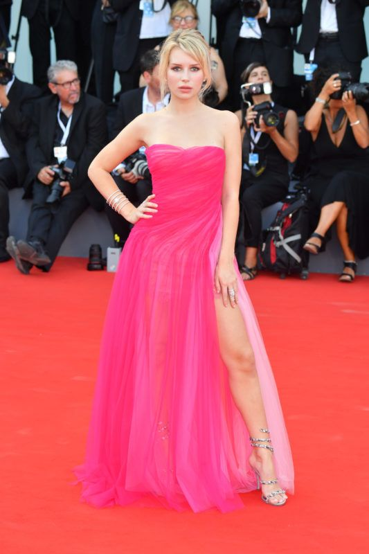 VENICE, ITALY - AUGUST 29:  Lottie Moss walks the red carpet ahead of the opening ceremony and the 'First Man' screening during the 75th Venice Film Festival at Sala Grande on August 29, 2018 in Venice, Italy.  (Photo by Stephane Cardinale - Corbis/Corbis via Getty Images)