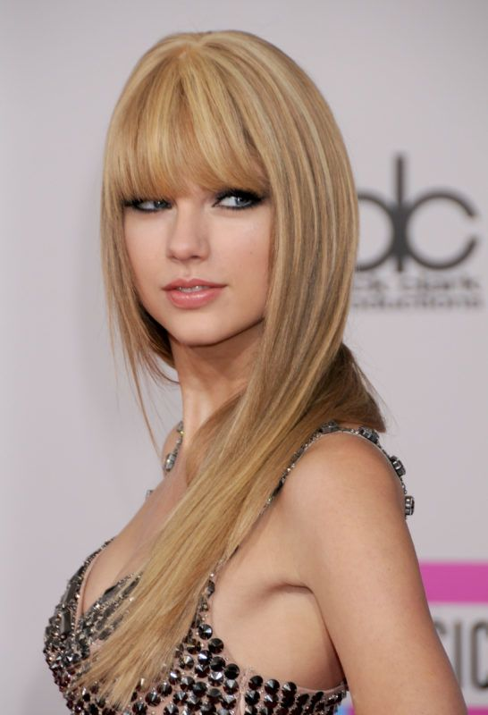 LOS ANGELES, CA - NOVEMBER 21: Taylor Swift attends the 38th Annual American Music Awards at Nokia Live on November 21, 2010 in Los Angeles, California.  (Photo by Gregg DeGuire/FilmMagic)