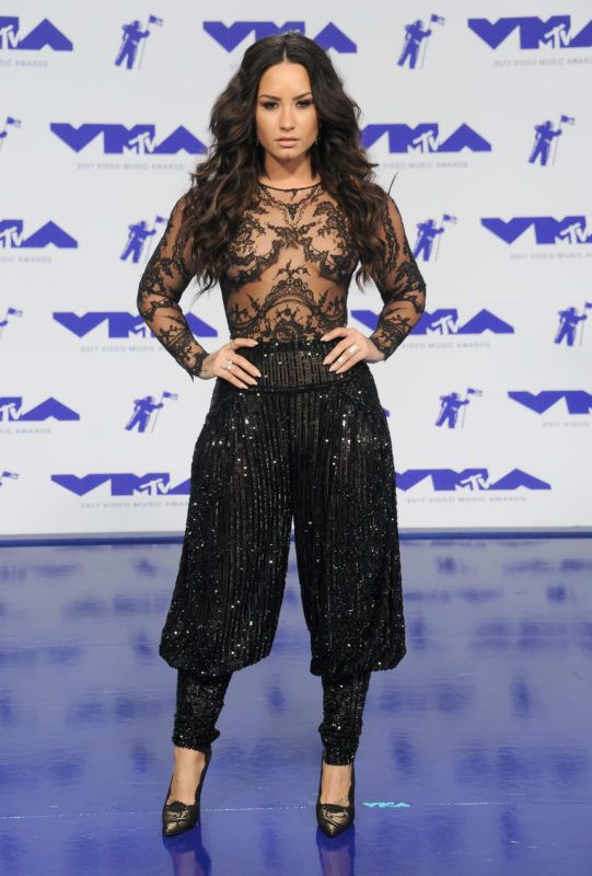 INGLEWOOD, CA - AUGUST 27:  Demi Lovato arrives at the 2017 MTV Video Music Awards at The Forum on August 27, 2017 in Inglewood, California.  (Photo by Gregg DeGuire/Getty Images)