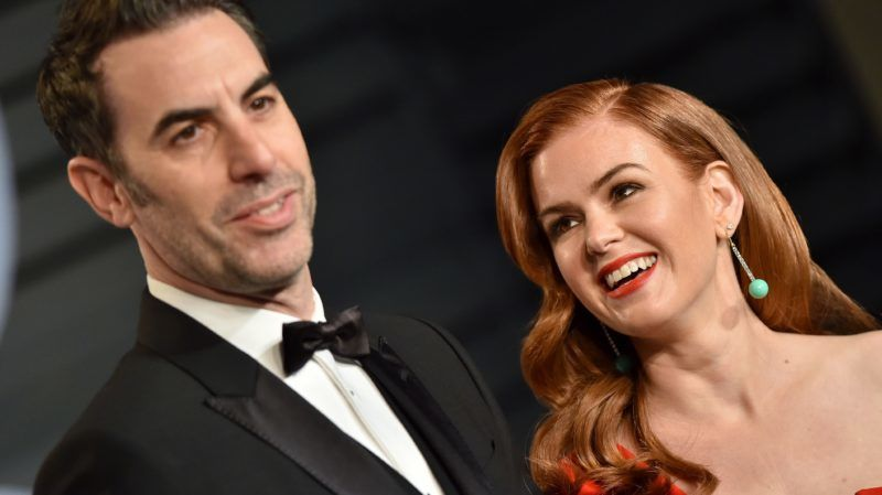 BEVERLY HILLS, CA - MARCH 04:  Actors Sacha Baron Cohen (L) and Isla Fisher attend the 2018 Vanity Fair Oscar Party hosted by Radhika Jones at Wallis Annenberg Center for the Performing Arts on March 4, 2018 in Beverly Hills, California.  (Photo by Axelle/Bauer-Griffin/FilmMagic)