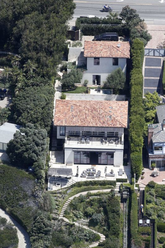 EXCLUSIVE: A series of aerial pictures shot over Malibu, CA showing singer Robbie Williams new home and the proximity to his famous neighbors. 02 Aug 2018 Pictured: Robbie Williams home. Photo credit: Toby Canham/MEGA  TheMegaAgency.com +1 888 505 6342 August 2, 2018  *** Local Caption *** MEGA259082_005