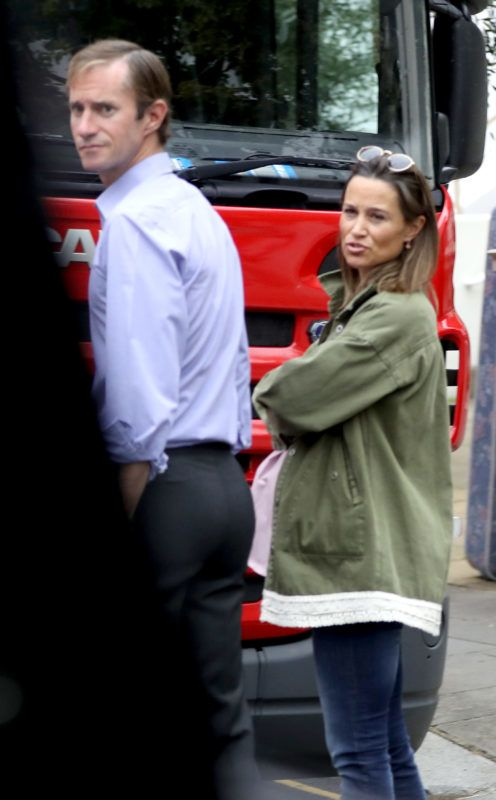 EXCLUSIVE: *NO WEB UNTIL 7PM BST 29TH AUG* Pippa Middleton and husband James Matthews are seen directing removal men whilst moving back into their Chelsea home after major renovations. 28 Aug 2018 Pictured: Pippa Middleton and James Matthews. Photo credit: MEGA  TheMegaAgency.com +1 888 505 6342 August  , 2018 *** Local Caption *** MEGA267276_003