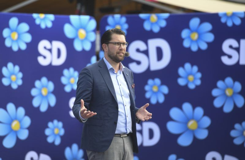 Jimmie Akesson, leader of the right wing party Sverigedemokraterna (Sweden Democrats), campaigns in Motala, Sweden, on September 6, 2018. Sweden's general elections will be held on September 9, 2018   / AFP PHOTO / TT NEWS AGENCY / Fredrik SANDBERG / Sweden OUT