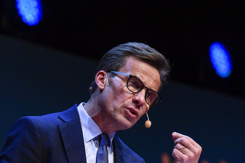 Ulf Kristersson gives a speach after his election as the new leader of the Swedish liberal-conservative Moderate Party during a party meeting in Stockholm, Sweden, on October 1, 2017.  Kristersson succeeds Anna Kinberg Batra who, after massive criticism in August, decided to stepped down. / AFP PHOTO / TT News Agency / Janerik HENRIKSSON / Sweden OUT