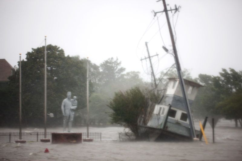 The Neuse River floods the waterfront in New Bern, North Carolina, on September 14, 2018 during Hurricane Florence.  / AFP PHOTO / Logan Cyrus