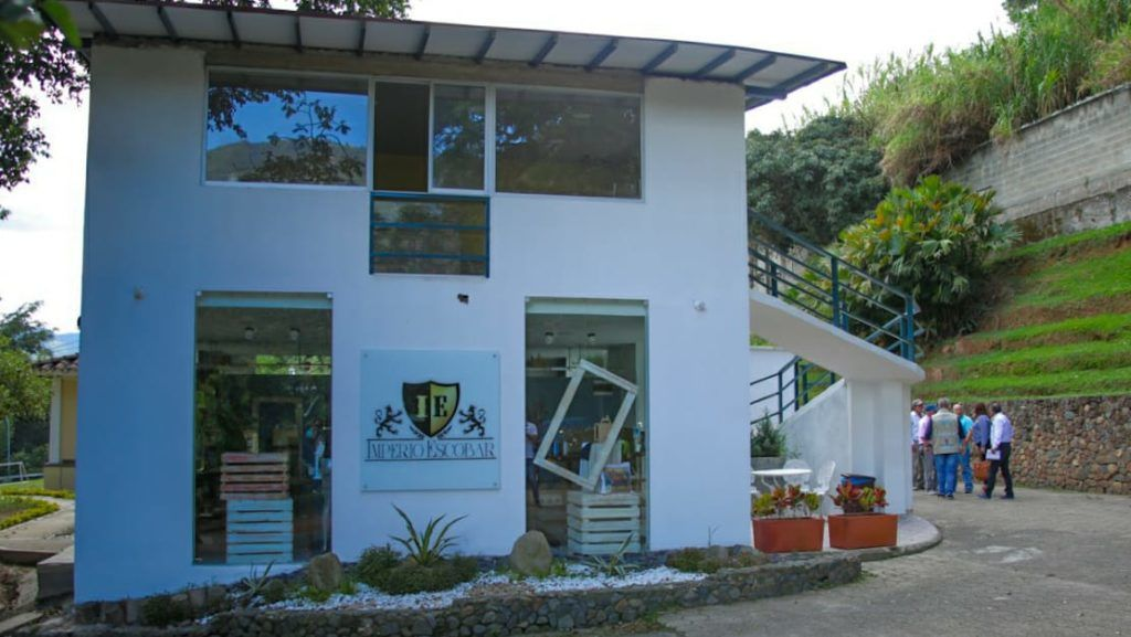"""Handout picture released by Medellin's Mayor's Office showing local authorities closing a house owned by the brother of late Colombian drug lord Pablo Escobar, Roberto Escobar, aka El Osito, which houses a museum dedicated to the cocaine lord's legacy, for operating without a legal tourism license, in Medellin, Colombia, on September 19, 2018. According to authorities, Escobar will have to pay a 37 million peso fine, around 12,000 US dollars. Cocaine lord Pablo Escobar became one of the richest men in the world, according to Forbes, after building an empire fueled by his drug trafficking. He died from gunshots in 1993 during an escape attempt through rooftops of Medellin. / AFP PHOTO / Medellin Mayor's Office / HO / RESTRICTED TO EDITORIAL USE - MANDATORY CREDIT """"AFP PHOTO / MEDELLIN MAYOR'S OFFICE"""" - NO MARKETING NO ADVERTISING CAMPAIGNS - DISTRIBUTED AS A SERVICE TO CLIENTS"""