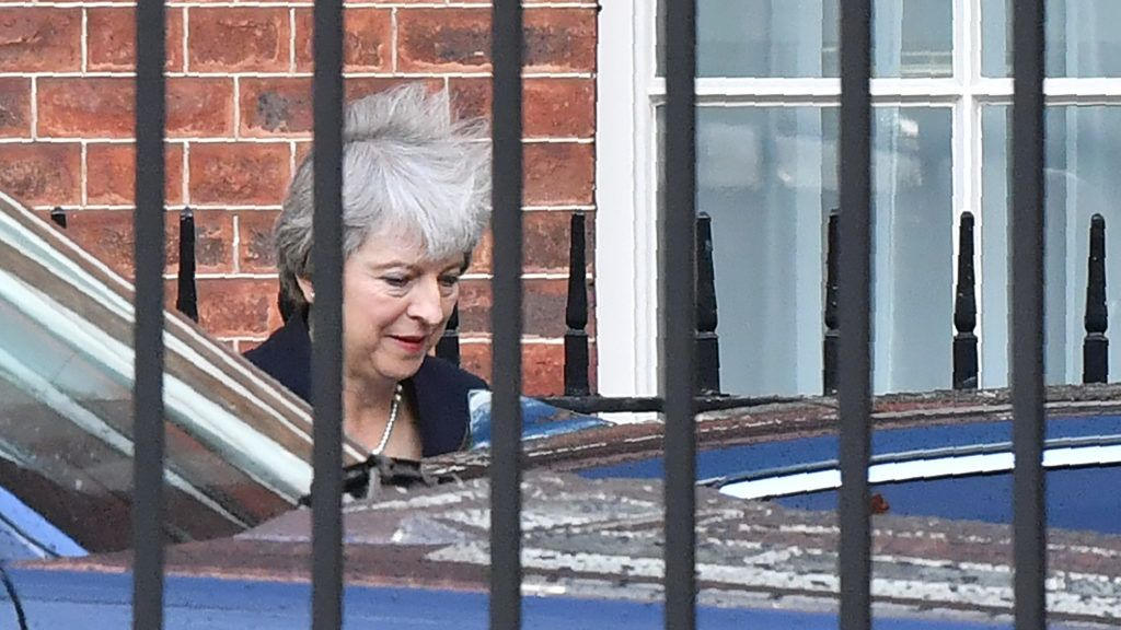 """Britain's Prime Minister Theresa May leaves after making a statement on the Brexit negotiations, from no 10 Downing Street, central London on September 21, 2018. British Prime Minister Theresa May said Friday the European Union's abrupt dismissal of her Brexit plan was not acceptable, as she conceded talks were """"at an impasse"""". / AFP PHOTO / Ben STANSALL"""
