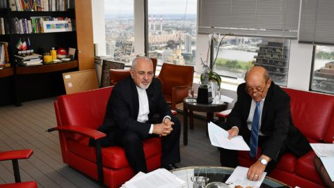 France's Foreign Minister Jean-Yves Le Drian (R) takes part in a bilateral meeting with Iran's Foreign Minister Mohammad Zarif in the French Mission to the United Nations on the sidelines of the UN General Assembly in New York on September 24, 2018. / AFP PHOTO / MANDEL NGAN