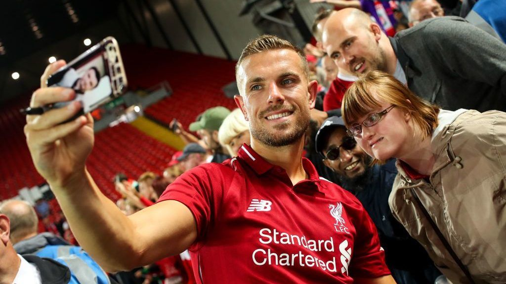 LIVERPOOL, ENGLAND - AUGUST 07: Jordan Henderson of Liverpool has a selfie with a fan during the pre-season friendly between Liverpool and Torino at Anfield on August 7, 2018 in Liverpool, England. (Photo by Robbie Jay Barratt - AMA/Getty Images)
