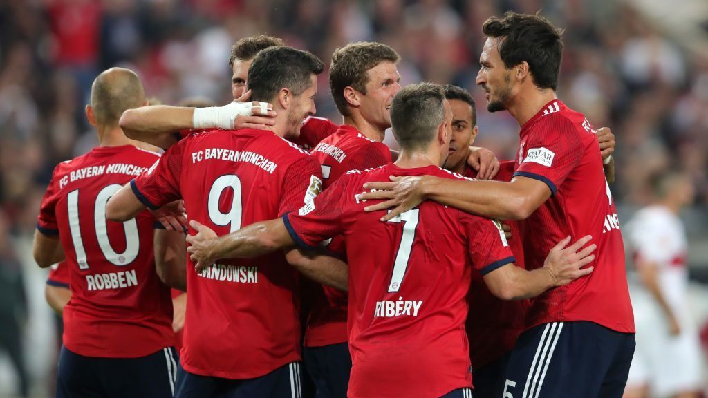 STUTTGART, GERMANY - SEPTEMBER 01:  Thomas Mueller of Bayern Munich celebrates with teammates after scoring his team's third goal  during the Bundesliga match between VfB Stuttgart and FC Bayern Muenchen at Mercedes-Benz Arena on September 1, 2018 in Stuttgart, Germany.  (Photo by Alexander Hassenstein/Bongarts/Getty Images)
