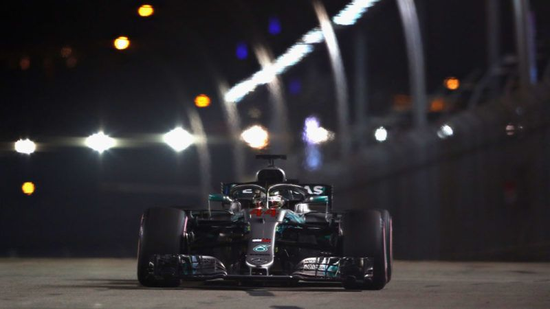 SINGAPORE - SEPTEMBER 15: Lewis Hamilton of Great Britain driving the (44) Mercedes AMG Petronas F1 Team Mercedes WO9 on track during qualifying for the Formula One Grand Prix of Singapore at Marina Bay Street Circuit on September 15, 2018 in Singapore.  (Photo by Lars Baron/Getty Images)
