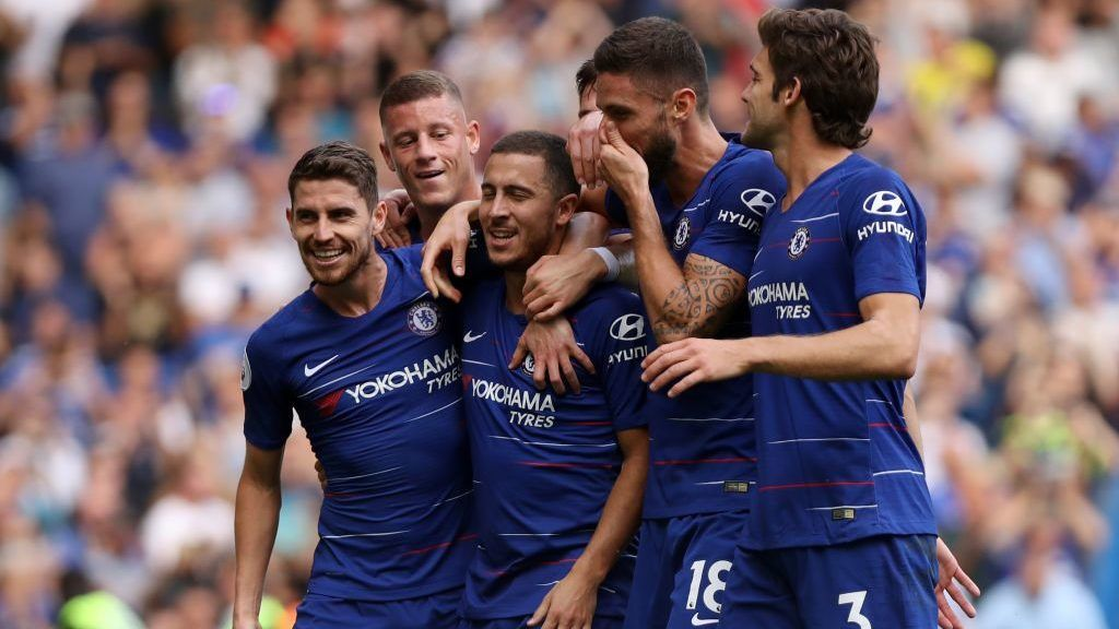 LONDON, ENGLAND - SEPTEMBER 15:  Eden Hazard of Chelsea celebrates with teammates after scoring his team's third goal, from a penalty during the Premier League match between Chelsea FC and Cardiff City at Stamford Bridge on September 15, 2018 in London, United Kingdom.  (Photo by Dan Istitene/Getty Images)