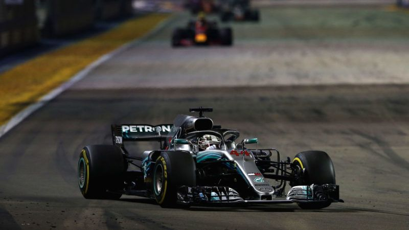 SINGAPORE - SEPTEMBER 16: Lewis Hamilton of Great Britain driving the (44) Mercedes AMG Petronas F1 Team Mercedes WO9 on track during the Formula One Grand Prix of Singapore at Marina Bay Street Circuit on September 16, 2018 in Singapore.  (Photo by Charles Coates/Getty Images)