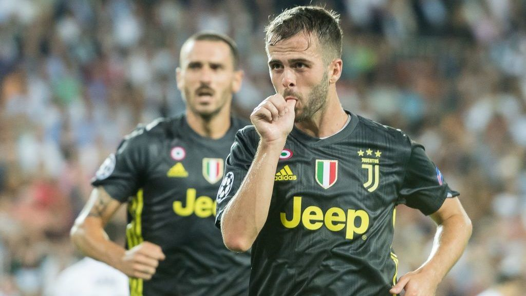 Miralem Pjanic of Juventus FC during the UEFA Champions League group H match between Valencia FC and Juventus FC at Estadi de Mestalla on September 19, 2018 in Valencia, Spain(Photo by VI Images via Getty Images)