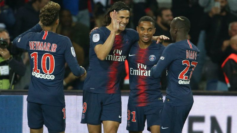 PARIS, FRANCE - SEPTEMBER 26: Edinson Cavani of PSG celebrates his first goal with Neymar Jr, Colin Dagba, Moussa Diaby during the french Ligue 1 match between Paris Saint-Germain (PSG) and Stade de Reims at Parc des Princes stadium on September 26, 2018 in Paris, France. (Photo by Jean Catuffe/Getty Images)