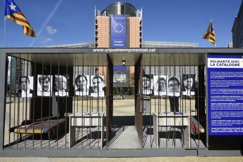 A symbolic prison with portraits of political Catalan prisoners is set up at Place Schuman in front of the EU Commission, in Brussels on September 25, 2018. - Catalonia's ousted regional president Carles Puigdemont delivered a speech near a symbolic prison set up at the Place Schuman in front of the EU Commission in Brussels, in solidarity with political Catalan prisoners, on September 25, 2018. (Photo by JOHN THYS / AFP)