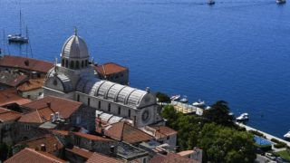 Aerial view of the Saint James Cathedral, a UNESCO world heritage site, in the town of Sibenik, located in the central area of the Dalmatia region, Croatia, on September 4, 2018. (Photo by YURI CORTEZ / AFP)
