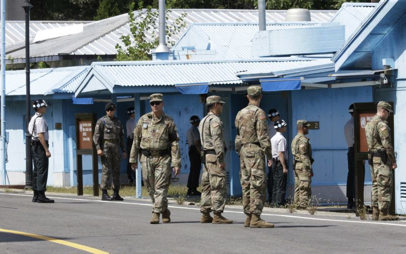 South Korean and US Army soldiers stand guard at the border village of Panmunjom in the Demilitarized Zone on September 7, 2018. - The leaders of the two Koreas will hold a summit in Pyongyang in September, Seoul said on September 6, as Kim Jong Un renewed his commitment to the denuclearisation of the flashpoint peninsula. (Photo by Ahn Young-joon / POOL / AFP)