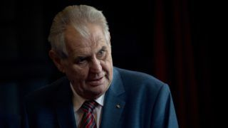 Czech President Milos Zeman visits Cecilienhof Palace in Potsdam, eastern Germany, on September 20, 2018. - The Czech President is on a three-day state visit in Germany. (Photo by Ralf Hirschberger / dpa / AFP) / Germany OUT