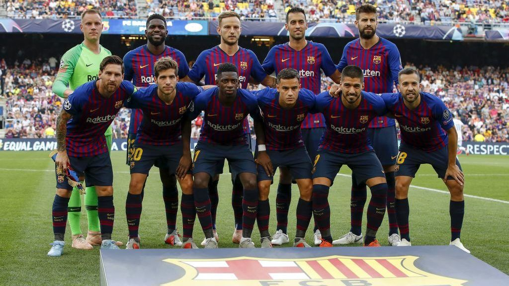 (Top Row L-R) FC Barcelona goalkeeper Marc-Andre ter Stegen, Samuel Umtiti of FC Barcelona, Ivan Rakitic of FC Barcelona, Sergio Busquets of FC Barcelona, Ivan Rakitic of FC Barcelona  (Front row L-R) Lionel Messi of FC Barcelona, Sergi Roberto of FC Barcelona, Ousmane Dembele of FC Barcelona, Philippe Coutinho of FC Barcelona, Luis Suarez of FC Barcelona, Jordi Alba of FC Barcelona during the UEFA Champions League group B match between FC Barcelona and PSV Eindhoven at the Camp Nou stadium on September 18, 2018 in Barcelona, Spain.(Photo by VI Images via Getty Images)