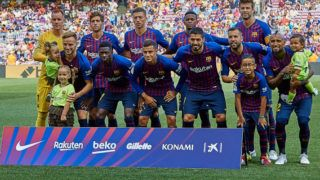 FC Barcelona line up with political banners in the background prior to the La Liga match between FC Barcelona and Athletic Club de Bilbao at Camp Nou on September 29, 2018 in Barcelona, Spain (Photo by David Aliaga/NurPhoto via Getty Images)