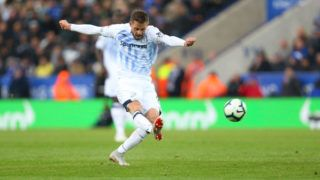 LEICESTER, ENGLAND - OCTOBER 06: Gylfi Sigurdsson of Everton scores a goal to make it 1-2 during the Premier League match between Leicester City and Everton FC at The King Power Stadium on October 6, 2018 in Leicester, United Kingdom. (Photo by James Baylis - AMA/Getty Images)
