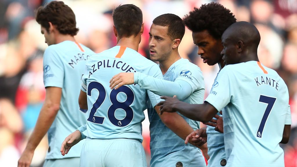 SOUTHAMPTON, ENGLAND - OCTOBER 07:  Eden Hazard of Chelsea celebrates with teammate Cesar Azpilicueta after scoring his team's first goal during the Premier League match between Southampton FC and Chelsea FC at St Mary's Stadium on October 7, 2018 in Southampton, United Kingdom.  (Photo by Jordan Mansfield/Getty Images)