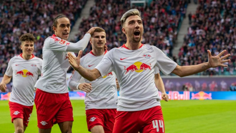 LEIPZIG, GERMANY - OCTOBER 07: Kevin Kampl of RB Leipzig celebrates with team mates after scoring his team's first goal during the Bundesliga match between RB Leipzig and 1. FC Nuernberg at Red Bull Arena on October 7, 2018 in Leipzig, Germany.  (Photo by Boris Streubel/Bongarts/Getty Images)
