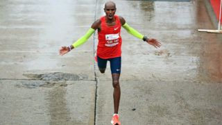 CHICAGO, IL - OCTOBER 07: Mo Farah of Great Britain celebrates after winning the 2018 Bank of America Chicago Marathon on October 7, 2018 in Chicago, Illinois. Farah finished in 2:05:11. (Photo by Andrew Weber/Getty Images)