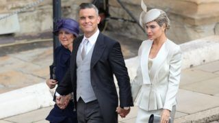 WINDSOR, ENGLAND - OCTOBER 12:  Gwen Field, Robbie Williams and Ayda Field  arrive ahead of the wedding of Princess Eugenie of York and Mr. Jack Brooksbank at St. George's Chapel on October 12, 2018 in Windsor, England. (Photo by Aaron Chown - WPA Pool/Getty Images)