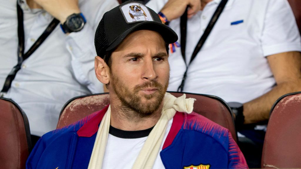 The injured player of FC Barcelona Leo Messi, observes with his son Thiago, the UEFA Champion Leage match between FC Barcelona and Internazionale Milano at Camp Nou Stadium in Barcelona, Catalonia, Spain on October 24, 2018 (Photo by Miquel Llop/NurPhoto via Getty Images)