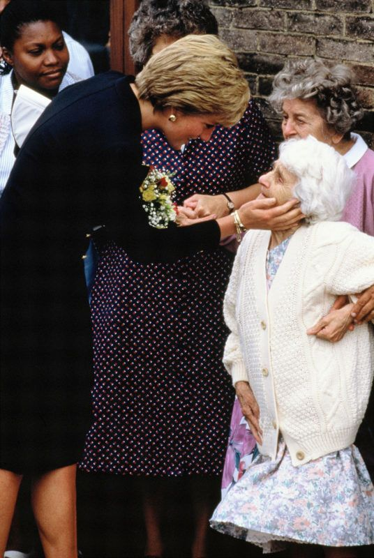 LONDON, UNITED KINGDOM - SEPTEMBER 18:  Diana, Princess of Wales, greets Nellie Corbett, 91, during her visit to the Lord Gage Centre for old people, a guinness trust home In Newham, East London on September 18, 1990 in London, England.  (Photo by Georges De Keerle/Getty Images)